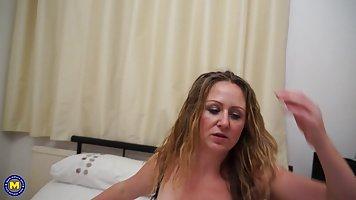kurit-luchshee-porno-siskastih-blondinok-porno